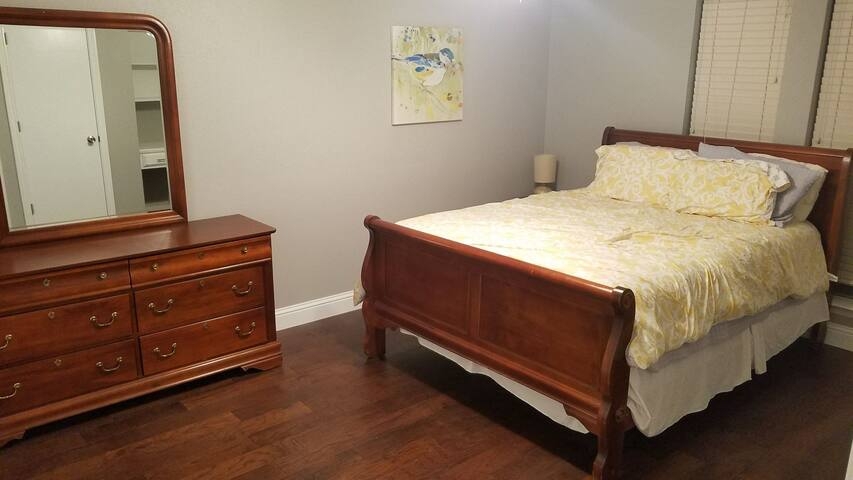 Private bed and bath in North Dallas/Richardson
