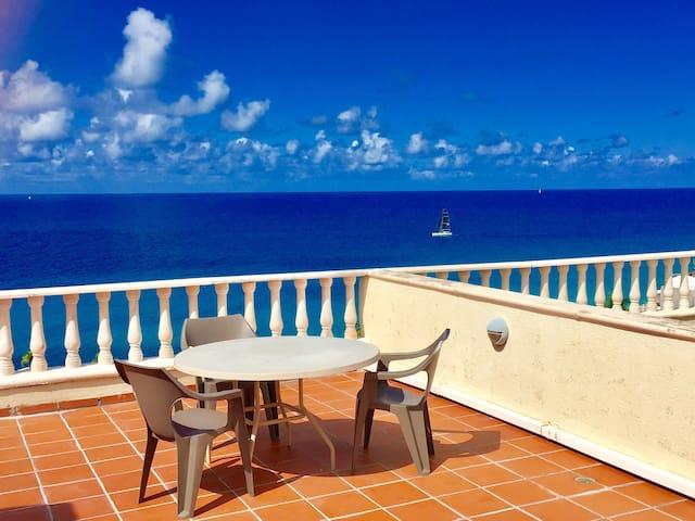 Blue Sky Penthouse @ Rainbow Beach Club - Lowlands - Apartamento
