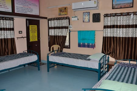 Homestay Senthil Akam - Premium Quadruple Room