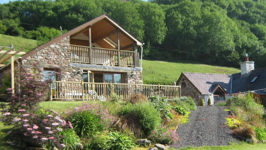 Dan Castell Cottage 2200