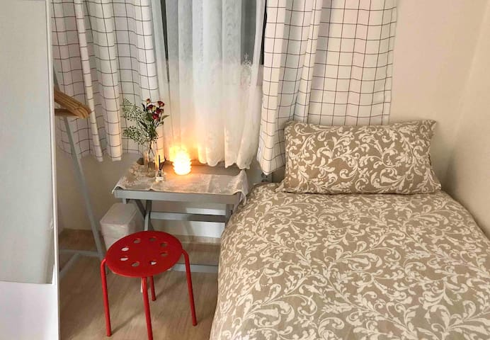 Hapjeong 3min cozy room for 1/ Women only!