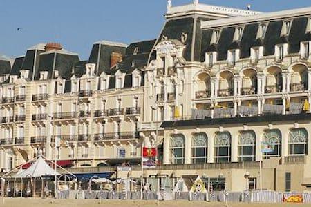 Résidence du grand hotel, accès direct plage - Cabourg