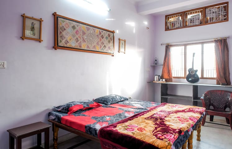 Budget Friendly Affordable pleasant room - Jaipur - Huis