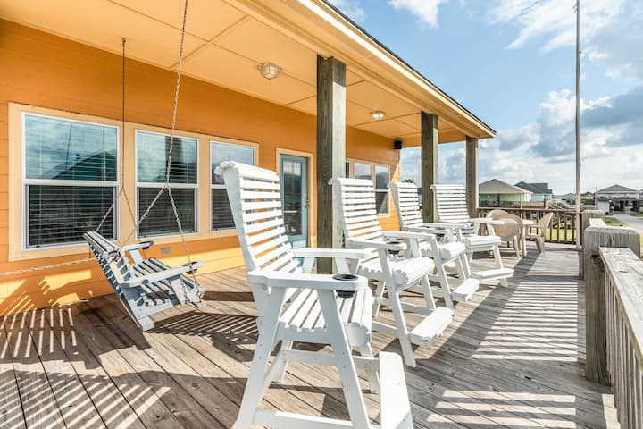 New listing! Beautiful home w/ large deck - steps to the beach - two dogs OK!