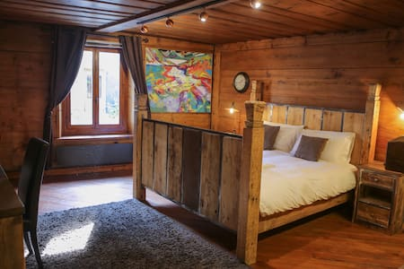 Rare Find - Historical chalet from 1668 + Jacuzzi