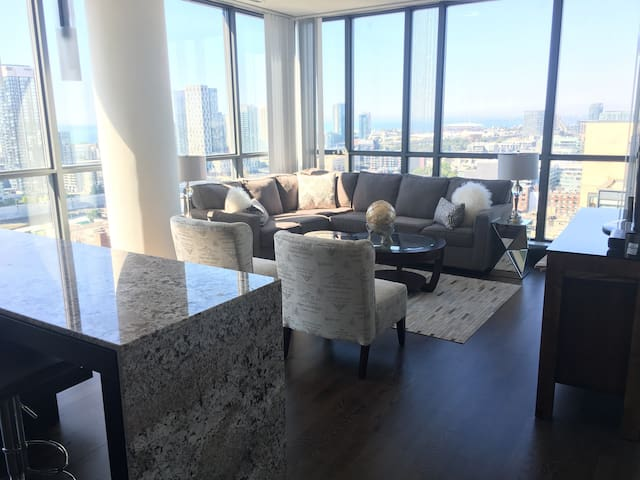 **NEW STUNNING PRIVATE UNIT - Toronto's Best Views