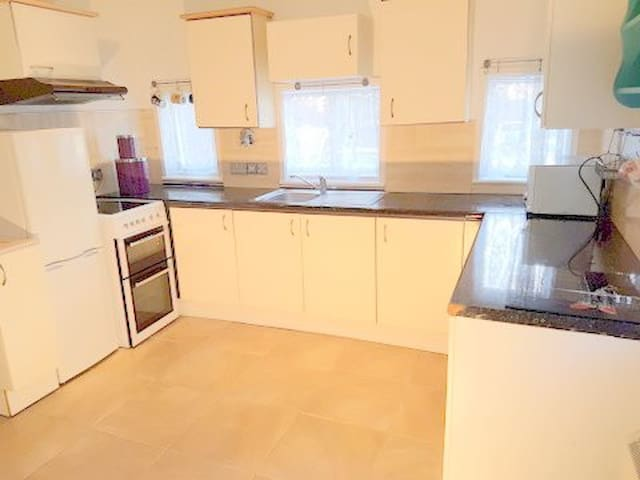 Quiet Secure Studio Flat in the centre of Yeovil