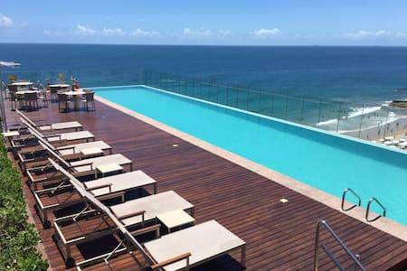 Apartamento na Barra em frente ao mar-Expresso2222