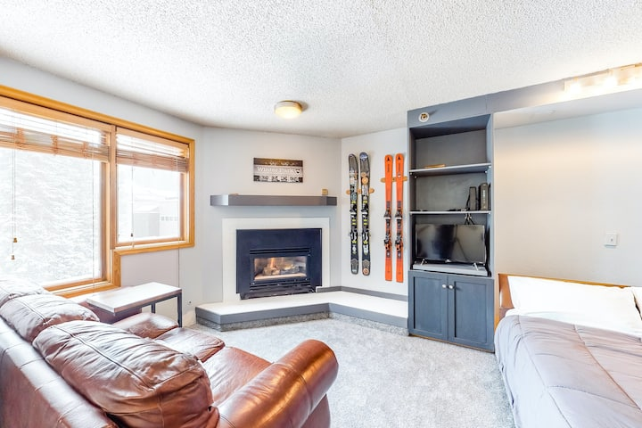 Newly Remodeled Ski-In/Out Condo W/ Balcony, Shared Pool & Hot Tub!