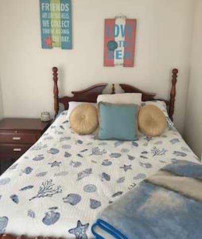 Comfy & Quiet, 2 Queen Beds, 2 Bedrooms, 4 People