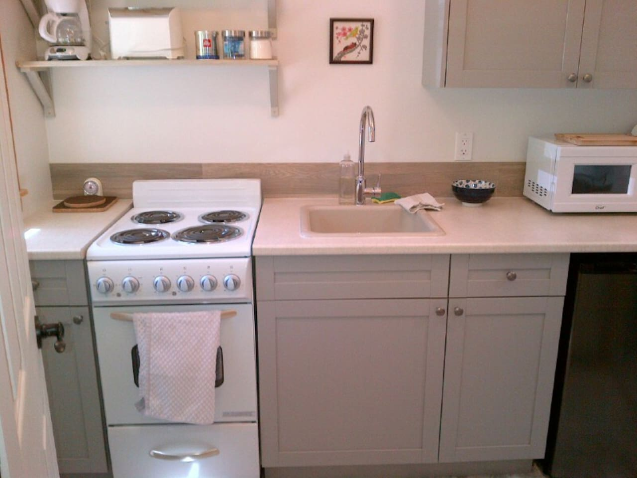Kitchen small appliances victoria bc - Dragonfly Guest Suite Guest Suites For Rent In Victoria British Columbia Canada