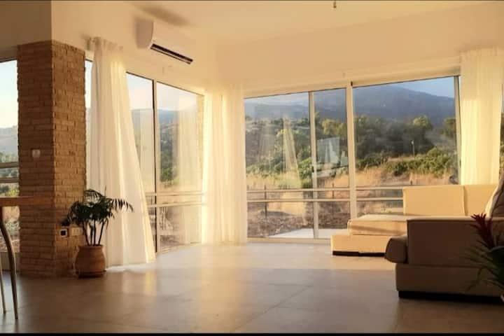בית פרטי ליד הבניאס עם נוף עוצר נשימה
