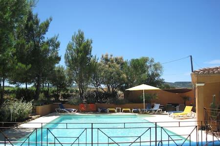 Gîte avec piscine 4 personnes vue sur vignoble