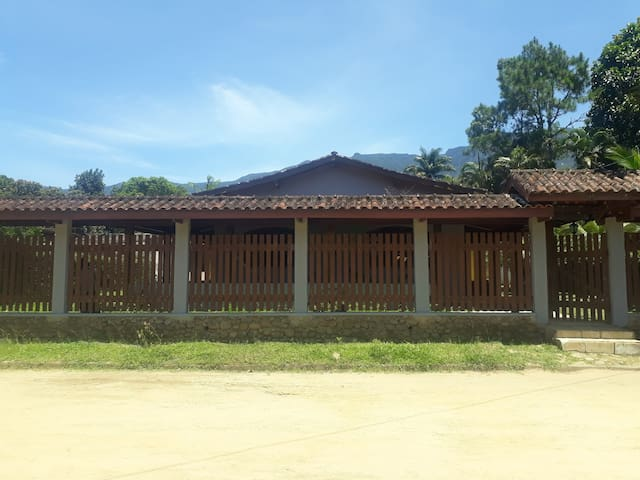 Casa aconchegante em Ubatuba, próxima à praia dura