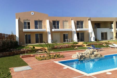 Lux apartment with sea view & pool. - Sternes - Wohnung