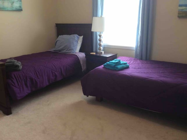 Gratitude Rm B, 2 Beds. Middlebury-Great Location
