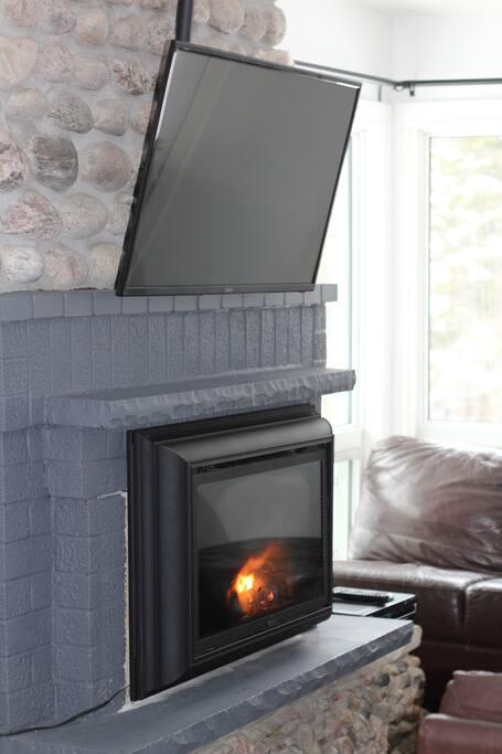 Fireplace/ TV