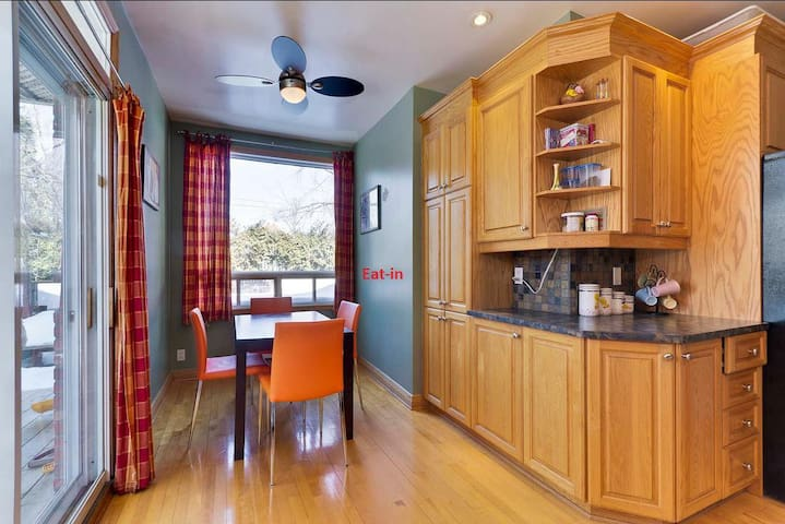 Large room in nice house of beautiful Montreal