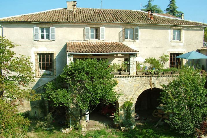 Spacious old silkfarm / house with lot of caracter - Saint-Paul-le-Jeune - Casa