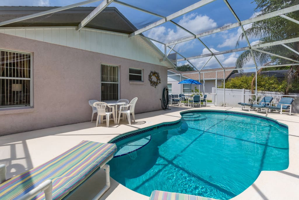 Swimming Pool + Jacuzzi Hot TUb