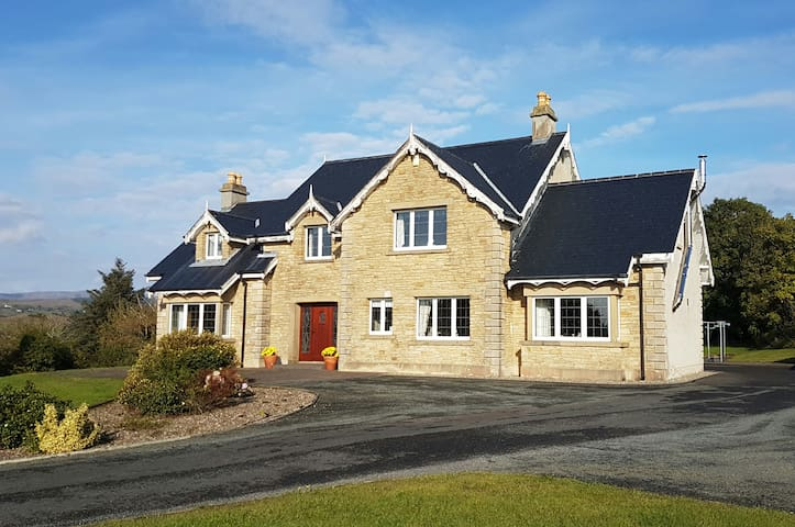 Double Room in Charming House - Donegal - Casa