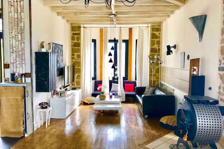Superbe maison de charme + Jacuzzi + Wifi