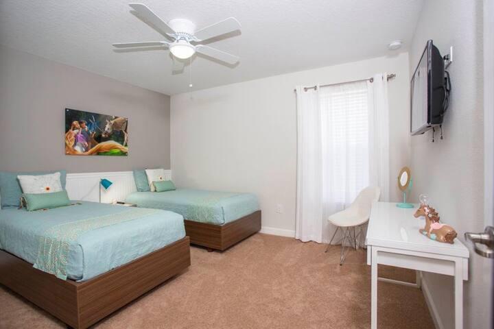 Single Room near Disney : 2 beds (Sugar 4)