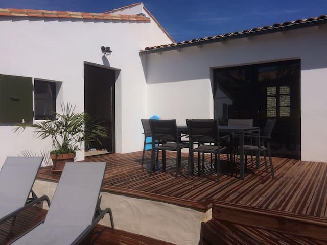 Maison chaleureuse avec jardin proche de la plage