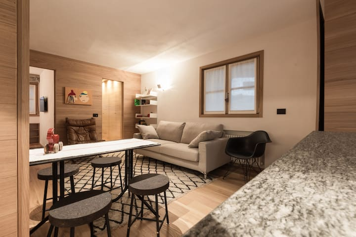 Cozy Flat 5 min from the Village by Walk