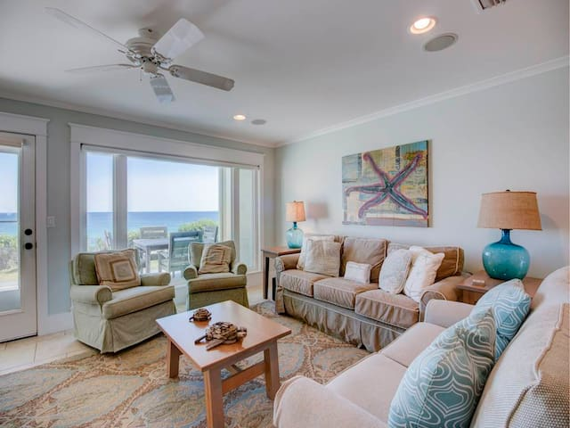 Lovely Santa Rosa Beach Vacation Rental, Full-kitchen, Gulf-front balcony and Pool on-site