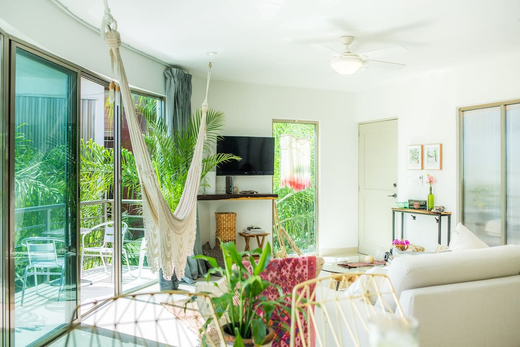 Enjoy the hammock in the living-room or bedroom (facing front door from breakfast bar)