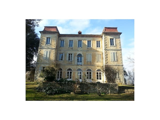 Classic French Chateau 2 bedroom suite w breakfast