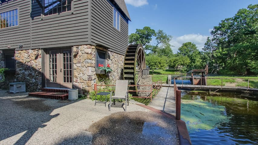 Remodeled Mill w/ Deck, Great Views, Walk to Downtown; - Peterson Mill