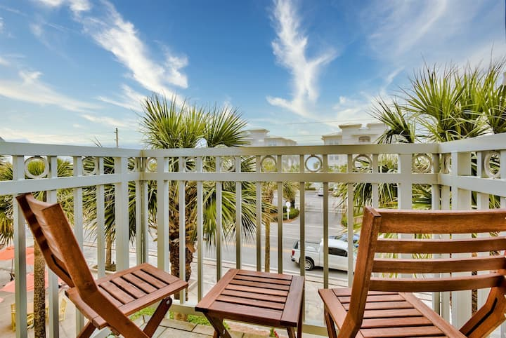 Gulf View in Gulf Place! Charming studio condo on 30a