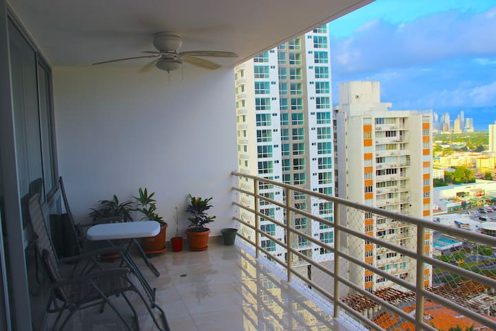 Cozy apartment with beautiful balcony! - Panamá - Apartemen