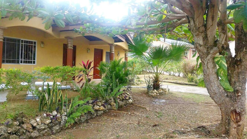Beautiful Home in Country Club - Orange Bay - Casa