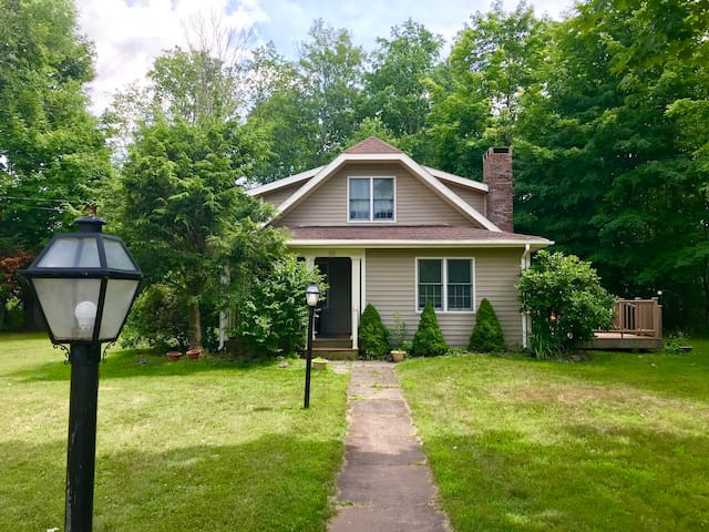 New Country Home Walking Distance to Hunter Mtn!