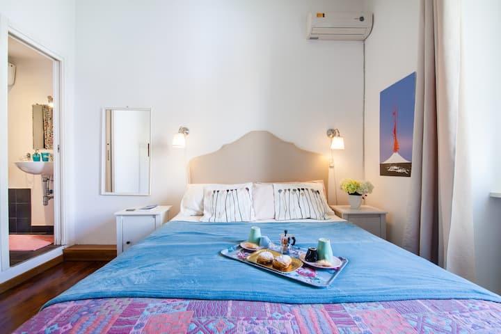 NapoliCentro Mare-EnSuite Room top location & View