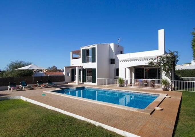 Preciosa villa con piscina privada en Binibèquer