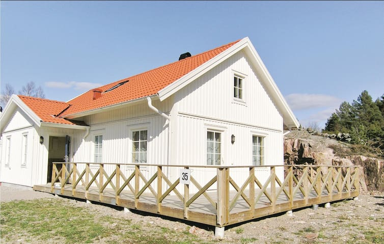 Holiday cottage with 4 bedrooms on 125m² in Fjällbacka