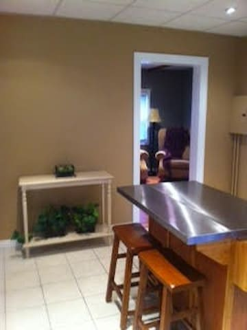 Fully Furnished 1 Bed / 1 Ba- Avail 6/18 - Manchester - Huoneisto