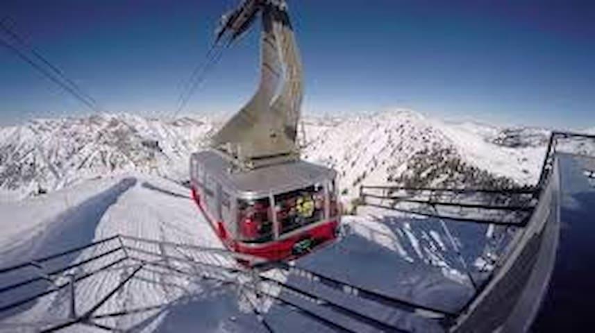 Cliff Lodge @ Snowbird UT: Sleeps 10; Ski In/Out