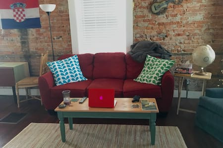 Spacious, Modern Apt for Game Weekend - Apartment