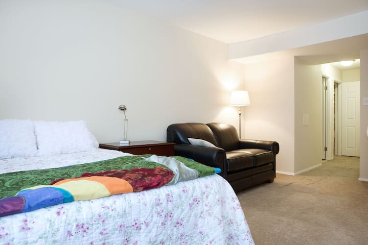 Suite with 2 beds and private bath - North Bethesda