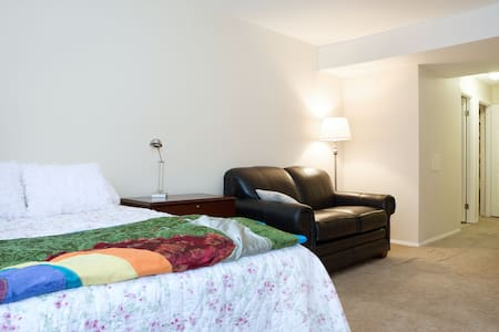 Suite with 2 beds and private bath - North Bethesda - Bed & Breakfast
