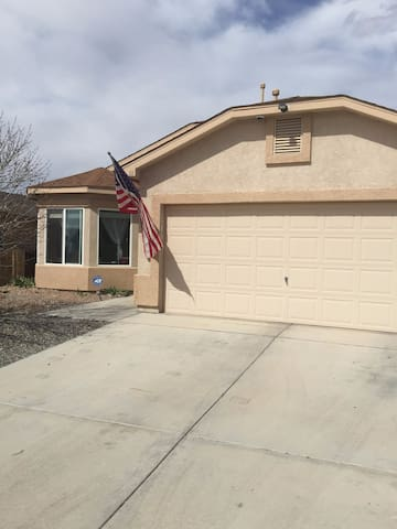 Quiet neighborhood, host. Clean home, nice dog. - Los Lunas - Dom