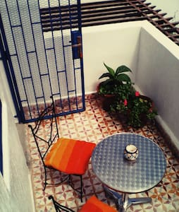Sunny 1 bed apartment, own terrace - Wohnung
