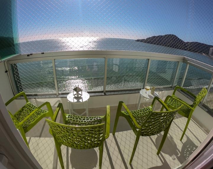 Moderno apartamento frente para o mar.