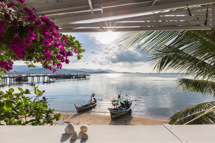 Sam-kah Seaside Studio beachfront, large terrace
