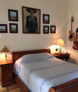 Beautiful, private ensuite bedroom - Cuernavaca - Bed & Breakfast